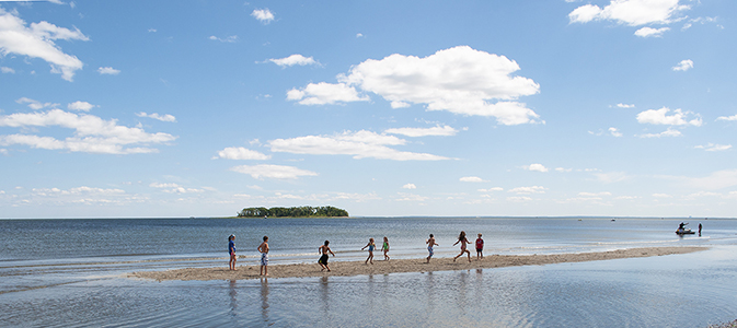 Karin Fransen Children playing on sandbar